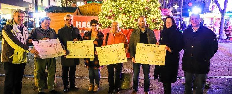 Spendenübergabe von Hagens Oberbürgermeister Erik O. Schulz